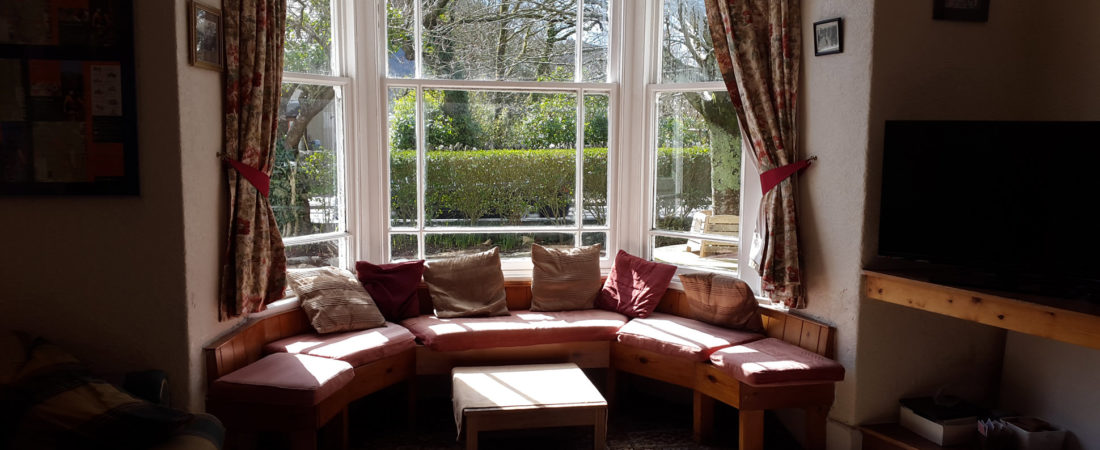 group accommodation in snowdonia, large lounge