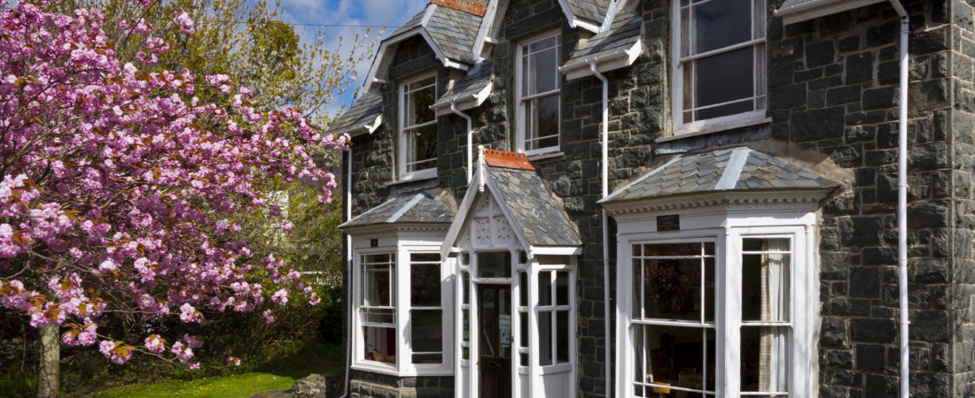 group accommodation in snowdonia, snowdon lodge in spring