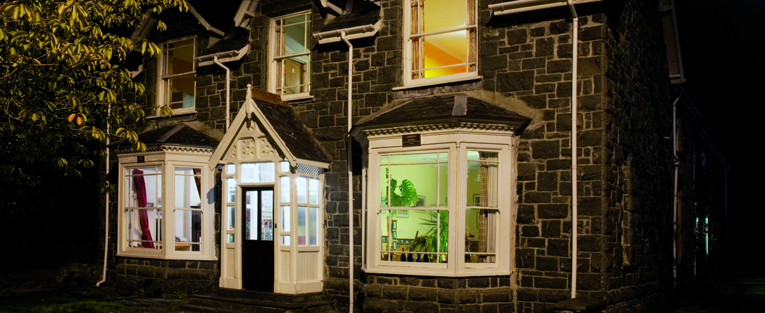 group accommodation in snowdonia at night