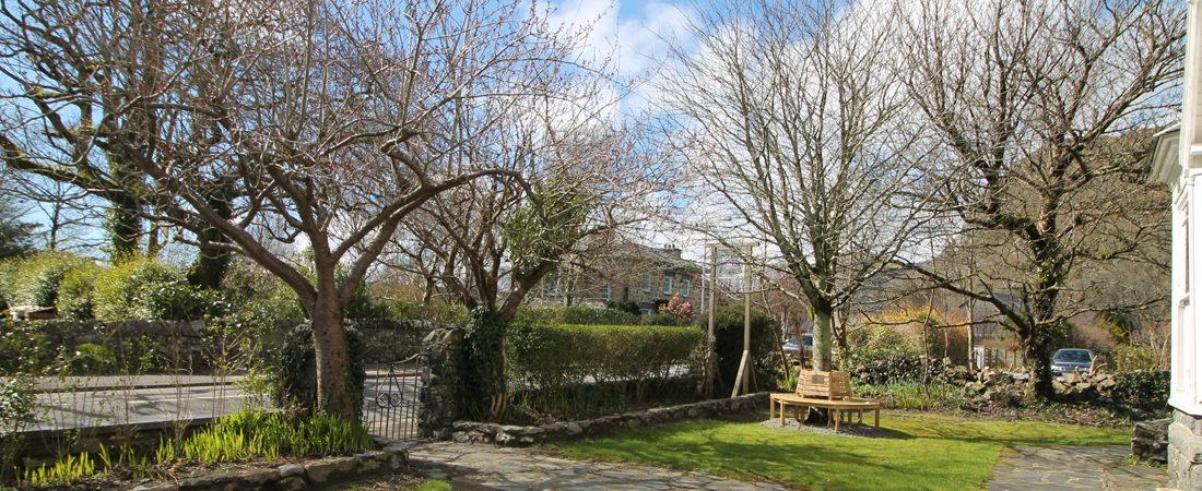 group accommodation in snowdonia, garden